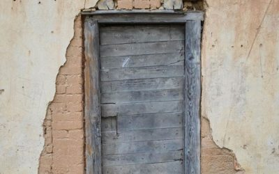 Mikniūnų karčemos durys